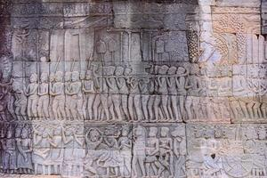 Steinschnitzereien an den Wänden des Bayon-Tempels in Angkor Thom foto