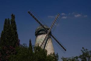 alte windmühle in jerusalem foto