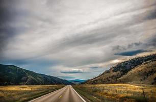 weite weite montanalandschaft im sommer foto