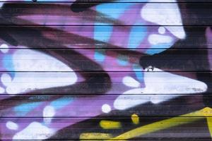 bunte Straßenkalligraphie-Tag schnelle Graffiti-Sprühfarbe an der Wand foto