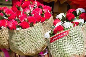 Closeup Bouquet von bunten künstlichen Blumen foto