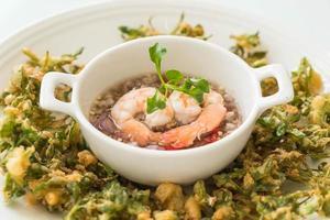 knusprig frittierte Wasserkresse würziger Salat - asiatisches Essen foto