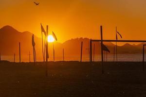 Sonnenaufgang am Strand der Copacabana in Rio De Janeiro, Brasilien foto