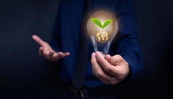 Konzept der Energiesparlampen lieben die Umwelt foto