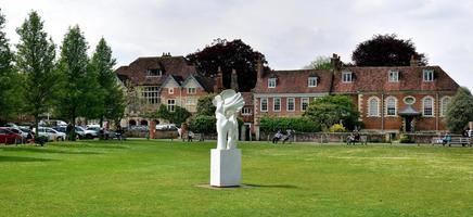 Salisbury, England - 30. April 2019, Skulptur auf dem Gelände der Kathedrale von Salisbury? foto