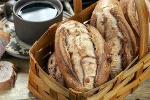 Brotkorb im Holzofen gebacken foto