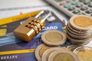 Kreditkarte mit Passwort-Tastensperre foto
