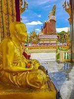 Bunte Buddha-Statue im Wat Plai Laem Tempel auf der Insel Koh Samui, Thailand, 2018 foto