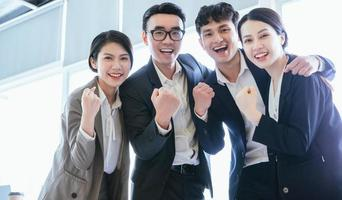 Gruppenporträt asiatischer Geschäftsleute foto