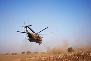Stadt, Land, mmm dd, yyyy - Blick auf einen Hubschrauber bei einer Rettungsmission foto