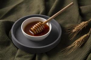 köstliche Honigschale mit hohem Winkel foto