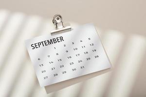 Draufsicht Schreibtischanordnung mit Kalender foto