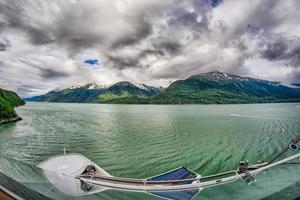 natur und berge rund um skagway, alaska foto