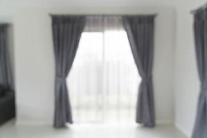 abstrakter Unschärfevorhang Innendekoration an der Wand im Wohnzimmer foto