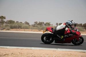 Stadt, Land, mmm dd, yyyy - Motorradwettbewerb auf einer Rennstrecke foto