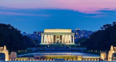 Lincoln Memorial in der Nacht foto