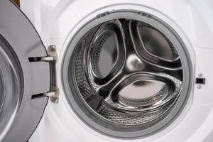 Nahaufnahme Waschmaschinen im Schlauch. foto