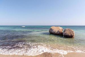 Wunderschönes türkisfarbenes Wasser von Migjorn Beach auf Formentera in Spanien. foto