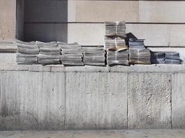 kostenlose Zeitungsstapel foto