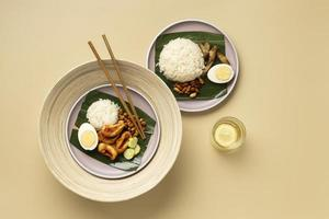 Flaches traditionelles Nasi Lemak-Mahlsortiment foto