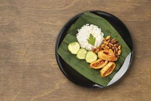 Ansicht von oben traditionelle Nasi Lemak Mahlzeit Zusammensetzung foto