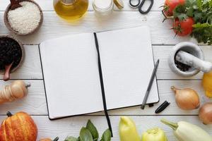Draufsicht Rezeptbuch Stillleben Konzept foto