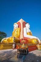 vier Gesichter von Buddha bei kyaikpun buddha foto