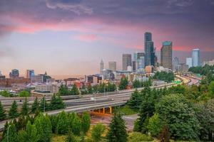 Blick auf die Skyline der Innenstadt von Seattle foto