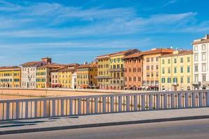 Skyline der Stadt Pisa und Fluss Arno foto