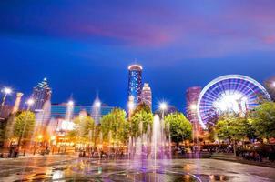 Parken Sie in Atlanta während der blauen Stunde nach Sonnenuntergang foto
