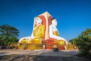 vier Gesichter Buddhas foto
