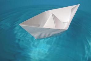 Spielzeugboot aus Papier foto