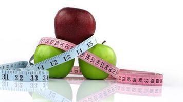 gesunder Obstapfel und Messung foto