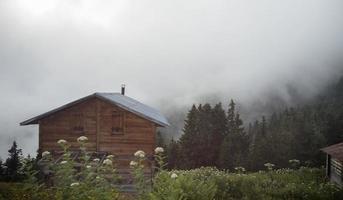 Plateau-Haus, Holzhaus-Ansicht, Holz-Alanda-Holzhaus foto
