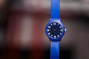 Armbanduhr auf weißem Hintergrund foto