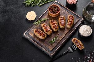Grillwurst mit Kräuter- und Gemüsezugabe foto