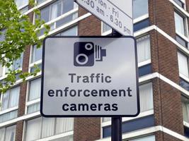 Verkehrsüberwachungskameras unterzeichnen foto