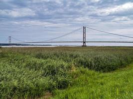 Humber Bridge über Schilfbeete neben der Humber-Mündung, England foto