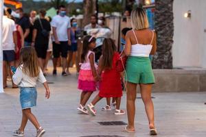Menschen auf dem Markt von Es Pujols, Formentera in Zeiten von Covid19. foto