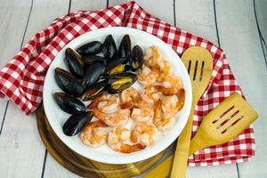 Muscheln und Garnelen geliebte Meeresfrüchte foto
