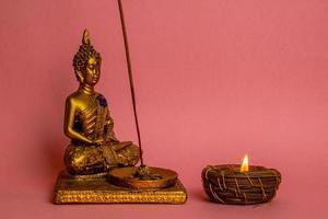 Buddha-Handwerk und Kerze foto
