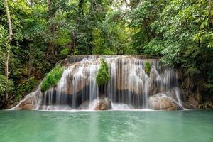 Erawan Wasserfall, Erawan Nationalpark in Kanchanaburi, Thailand foto