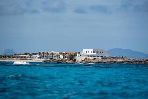 Blick auf den Strand von Es Pujols auf Formentera foto
