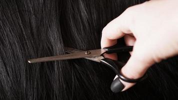 Perücke und Schere - schwarze Perücke - Frisurenhintergrund foto