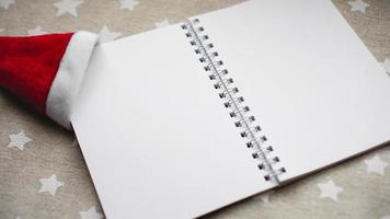 Notizbuch, um Ziele für das neue Jahr zu schreiben foto