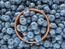 Blaubeeren als natürlicher Lebensmittelhintergrund foto