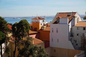 kleine Häuser mit Ziegeldächern foto