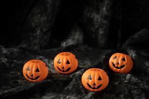 Halloween Kürbislaterne dunkle Dekoration foto
