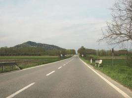 Valcerrina-Straße in der Nähe von Chivasso foto