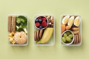 gesunde lebensmittelboxen anordnung draufsicht foto